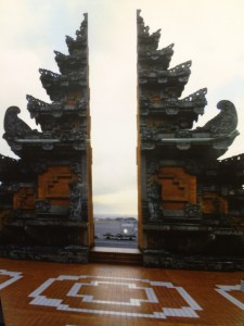 バリの空港の割れ門