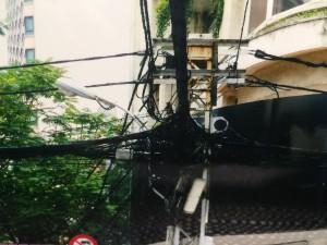 ドンコイ通りの電線