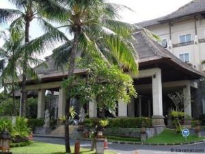 クタパラディソホテルの外観2