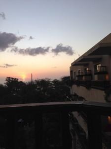 クタパラディソホテルの夕焼け3
