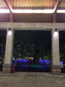 パラディソホテルの夜のプール