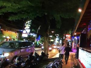 夜のクタ通り