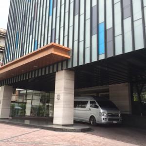 ホテル-イータスルンピニー-バンコク-エントランス