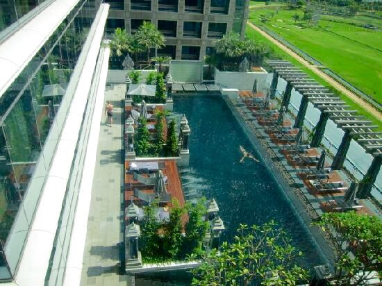 セントレジス-バンコクのプール-14