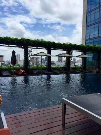 セントレジス-バンコクのプール-7
