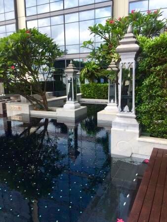 セントレジス-バンコクのプール-13