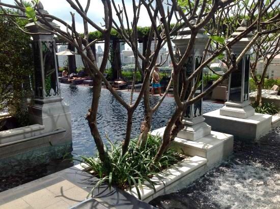 セントレジス-バンコクのプール-11