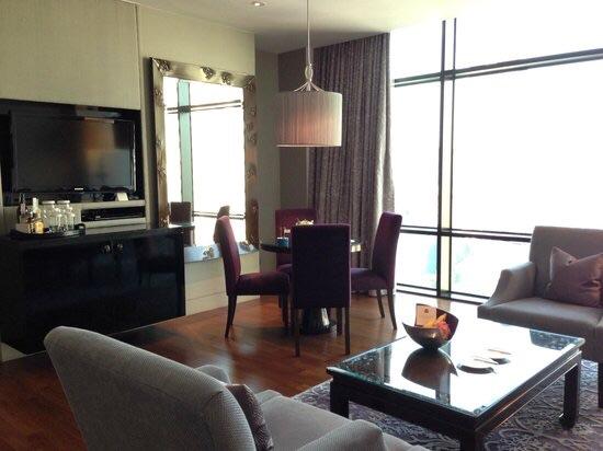 セントレジス-バンコクの部屋のソファー