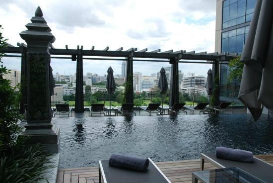 セントレジス-バンコクのプール-5