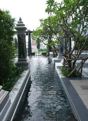 セントレジス-バンコクのプール-3