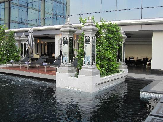 セントレジス-バンコクのプール-8