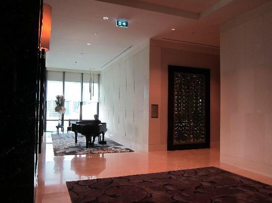 セントレジス-バンコクのエレベーター-1