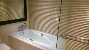 ミレニアムヒルトン-バンコクの部屋のバスルーム6