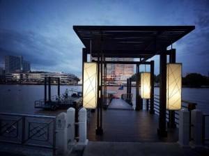 ミレニアムヒルトン-バンコクの夜のボート