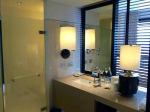 ミレニアムヒルトン-バンコクの部屋のバスルーム