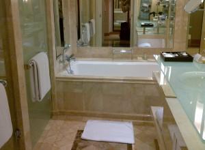 グランドハイアットジャカルタの部屋のバスルーム