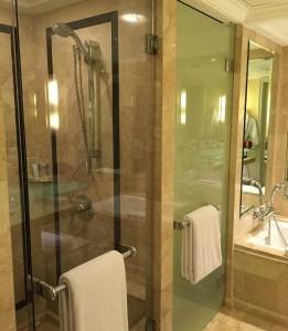 グランドハイアットジャカルタの部屋のシャワー