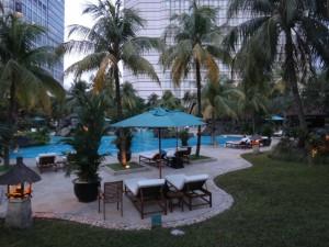 夕方のグランドハイアット-ジャカルタのプール