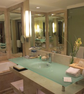 グランドハイアットジャカルタの部屋のバスルーム2