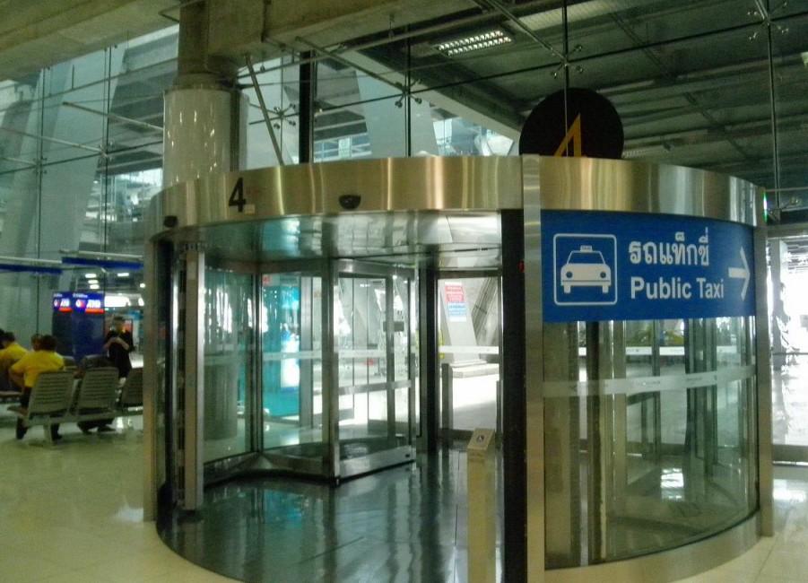スワンナプーム空港-バンコク-タクシー-1