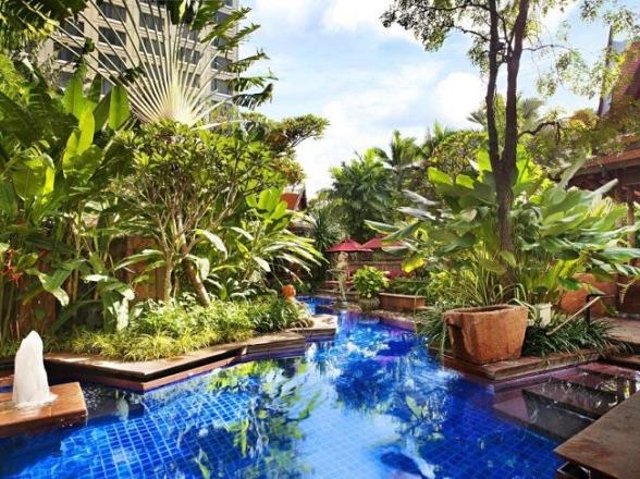 バンコク-プールがオススメ-ホテル-シェラトングランデスクンビットのプール