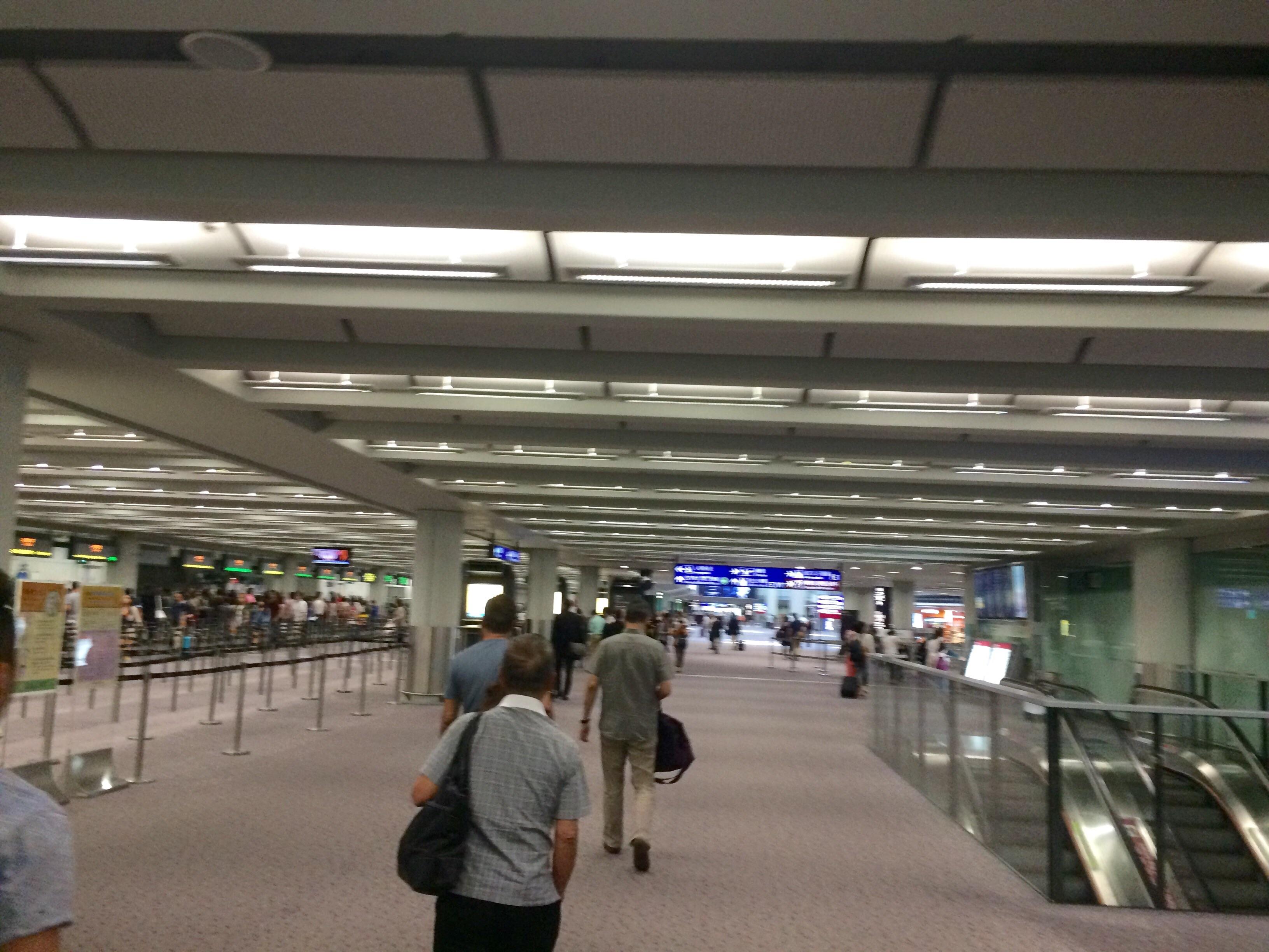 香港国際空港の入国15