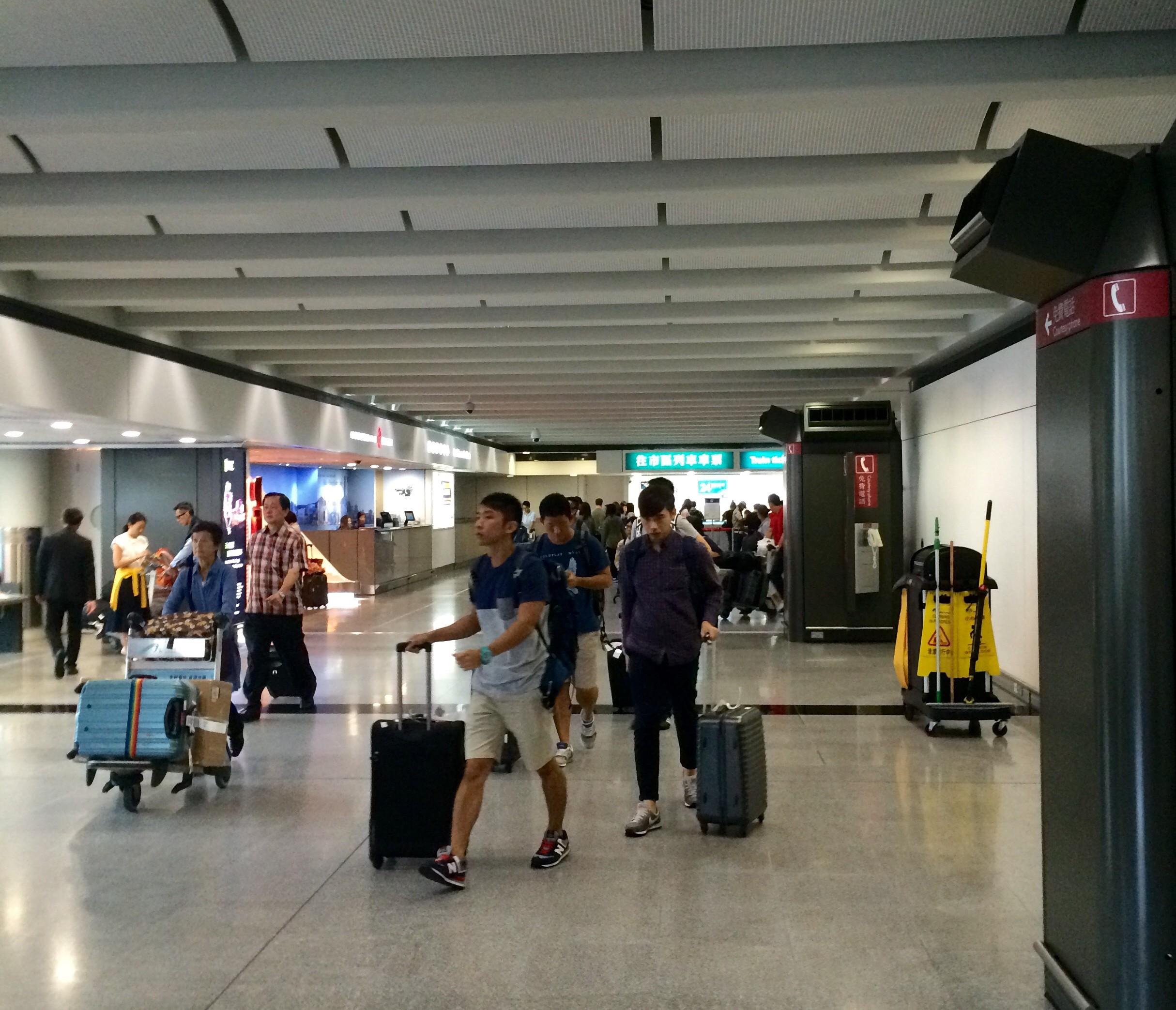 香港国際空港の入国24