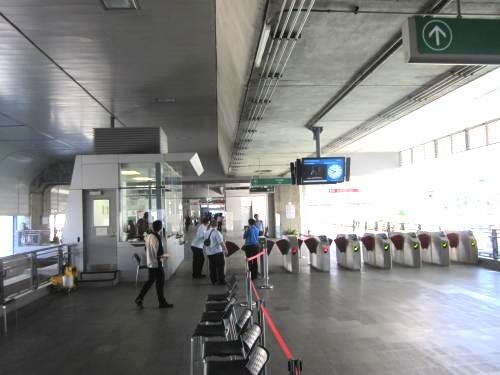 バンコク-電車-パヤータイ駅