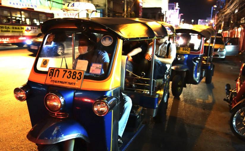 バンコクの交通ガイド☆移動方法☆トゥクトゥクの料金は?乗るのは安全?