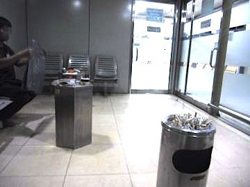 スワンナプーム空港の喫煙所-4