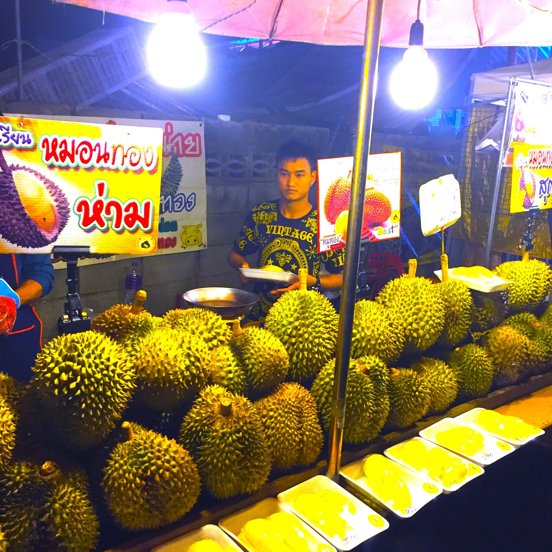 バンコクの市場-ホイクアン