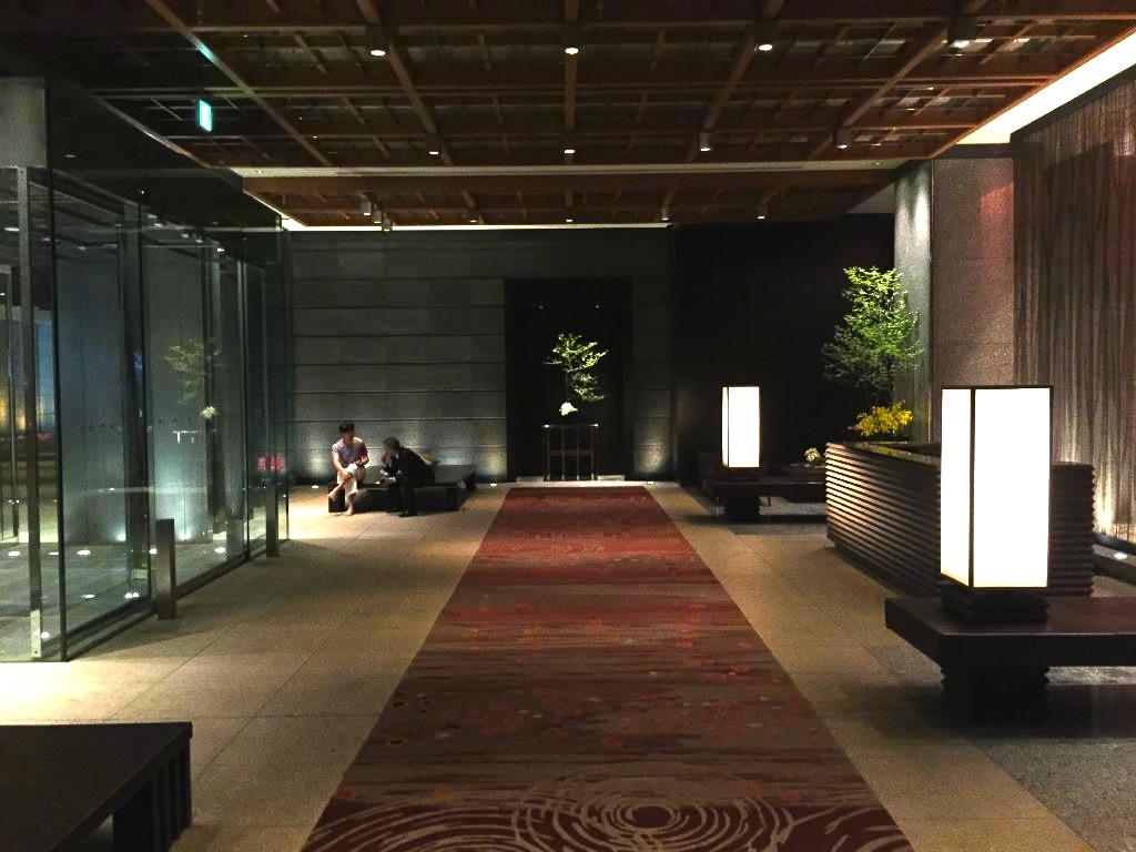 東京の最高級ホテル-マンダリンオリエンタル東京のエントランス
