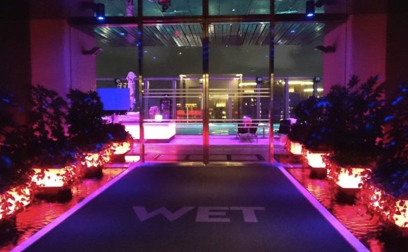 香港のバーで夜景が良いのは? W HOTEL香港のWET DECK 76階のプールサイド