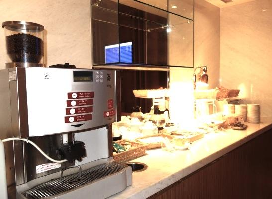 成田空港のサクララウンジ-カフェ