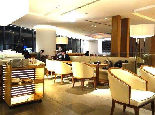 成田空港のサクララウンジ-カフェ−2