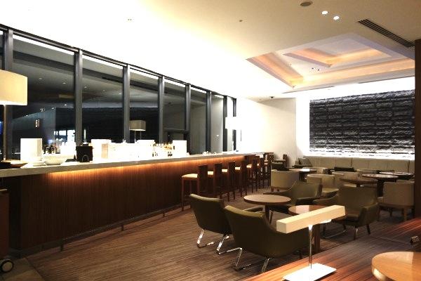 成田空港のサクララウンジ-バー−2