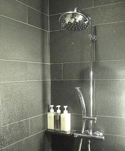 サクララウンジのシャワールーム