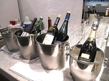 成田空港のサクララウンジ-シャンパン