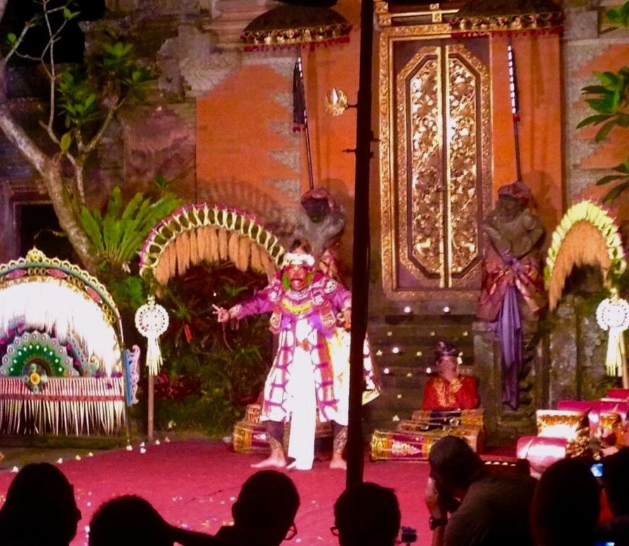 バリのバリ舞踊-レゴンダンス-2