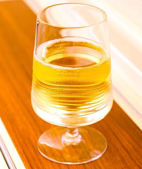 タイ航空-ファーストクラス-シート-シャンパン
