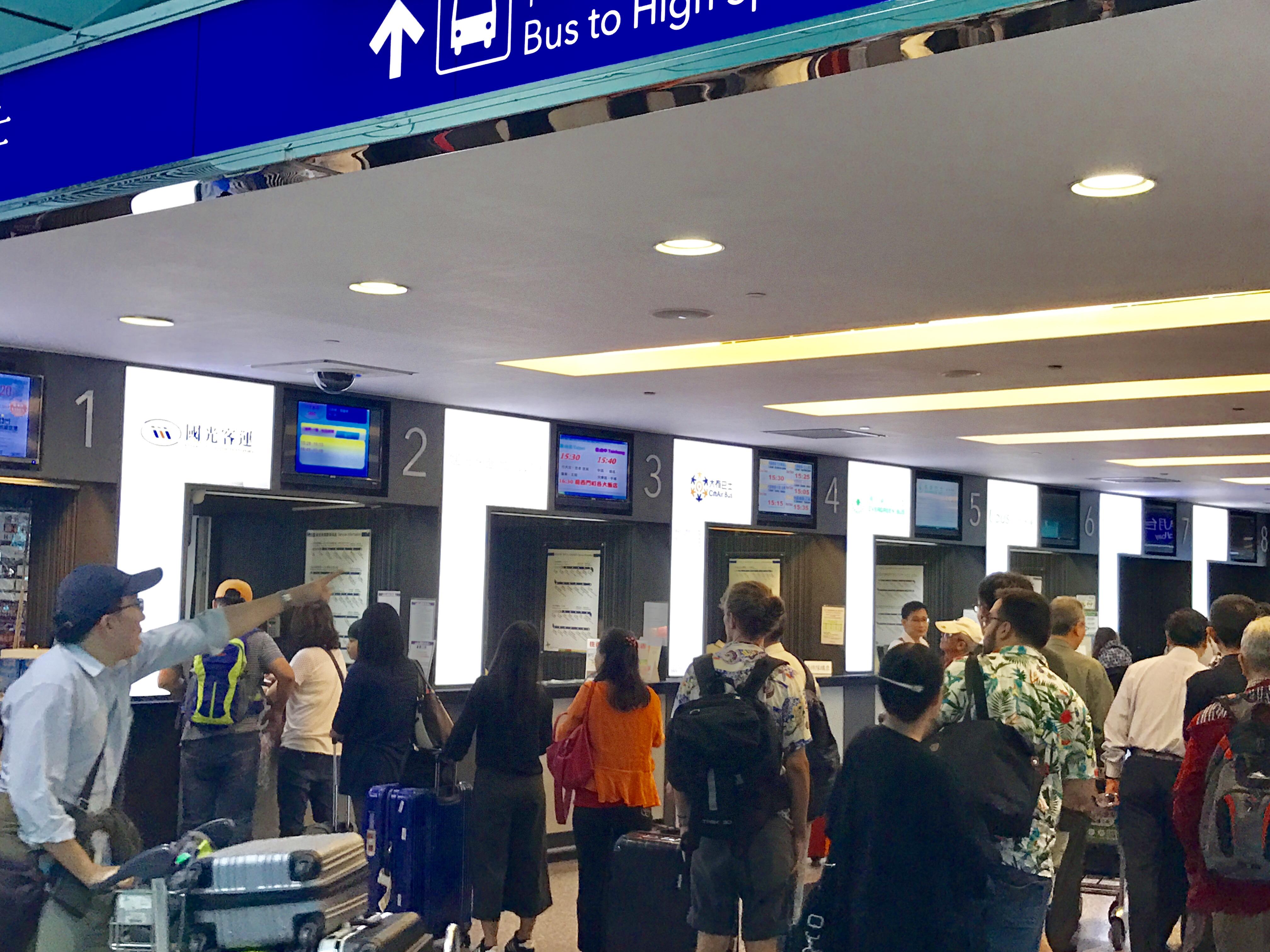 桃園空港からの移動-バスで台北駅へ-チケットの購入