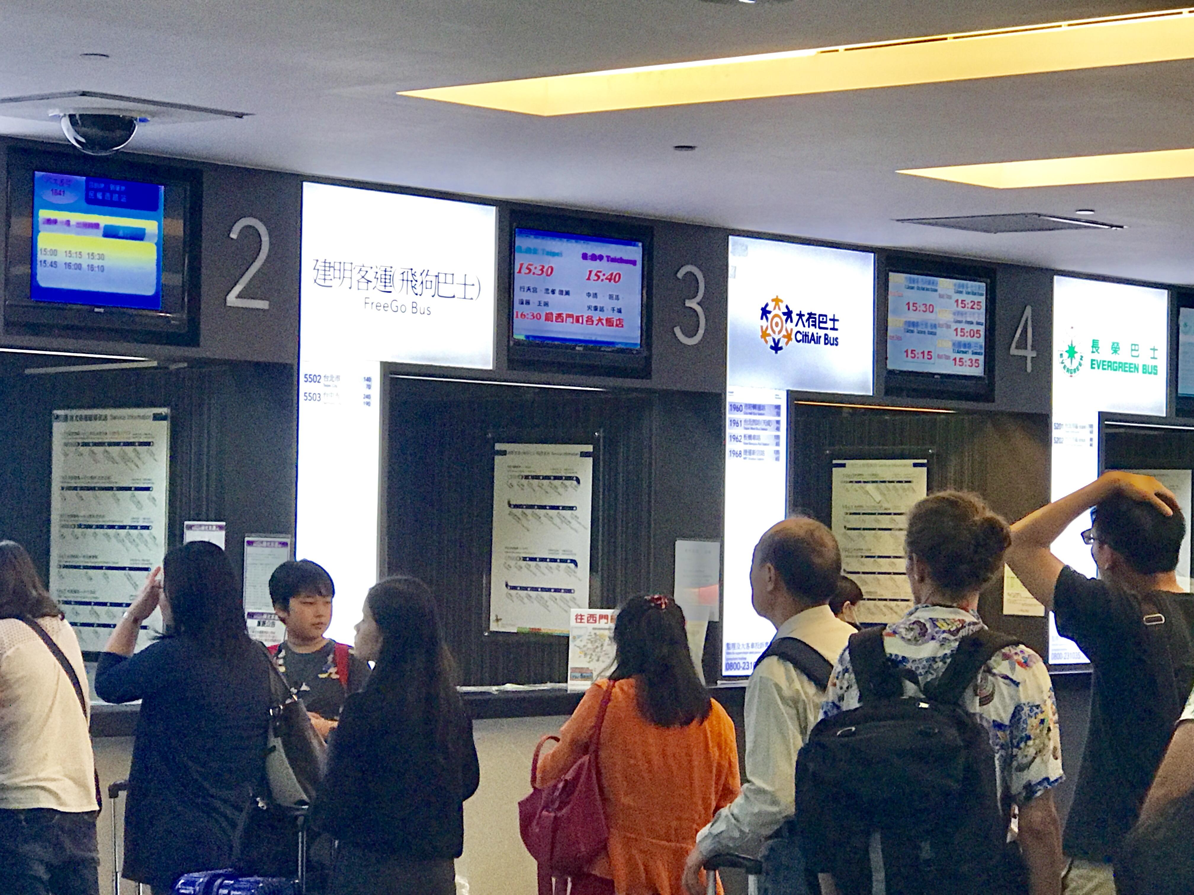桃園空港からの移動-バスで台北駅へ-チケット売り場
