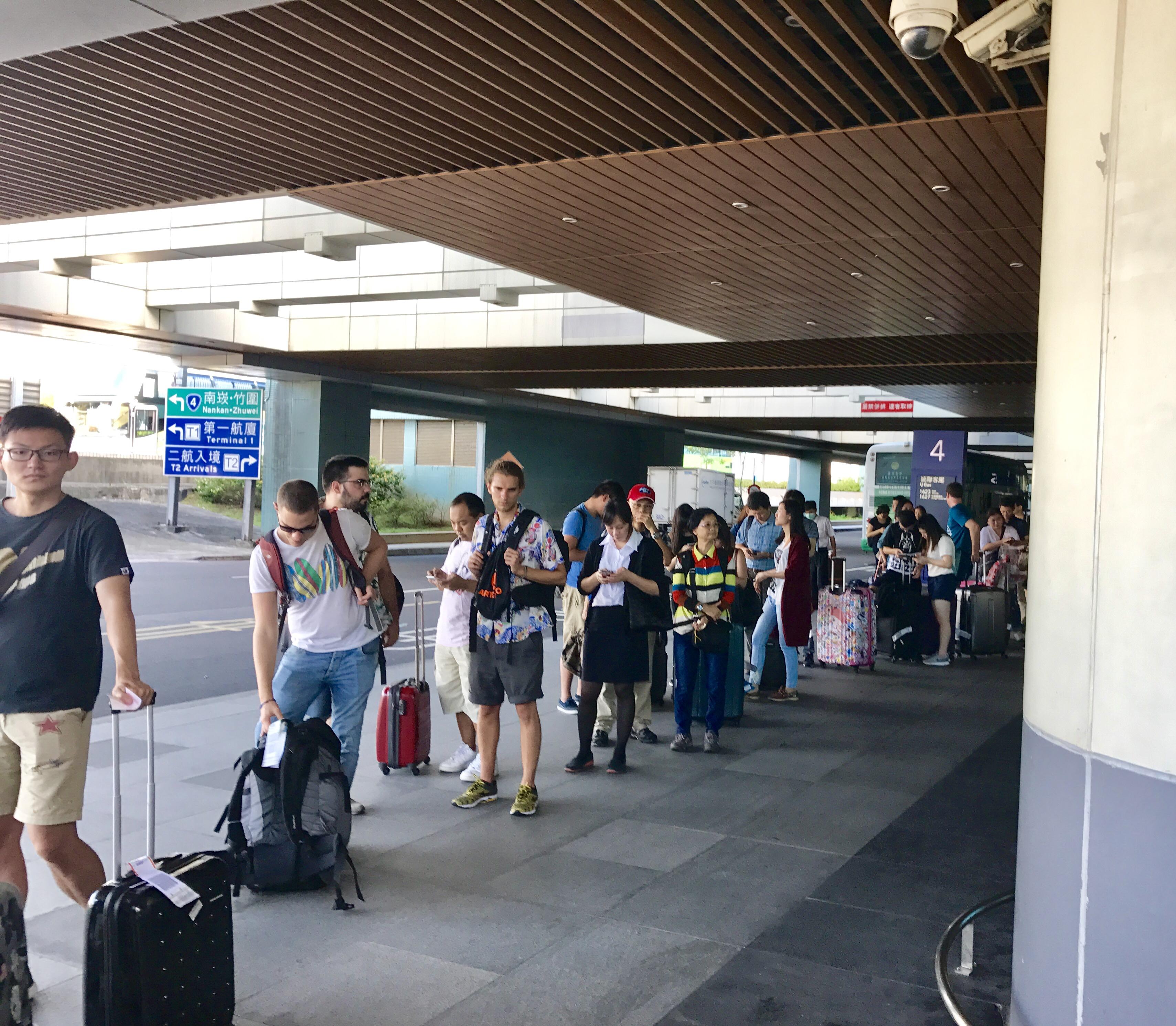 桃園空港からの移動-バスで台北駅へ-7