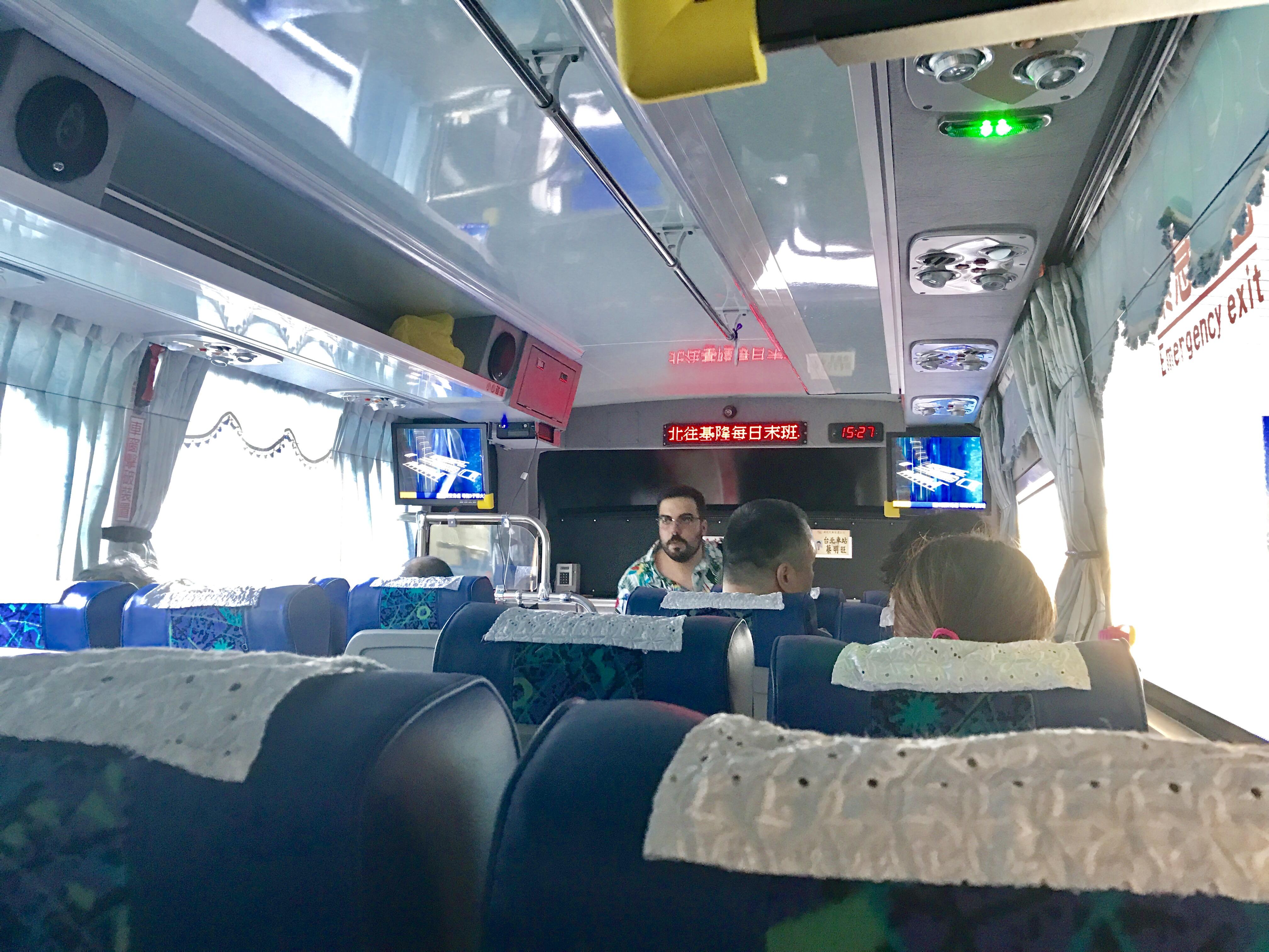 桃園空港から台北駅への移動のバス-3