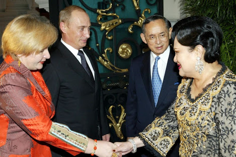 タイ-プミポン国王-プーチン