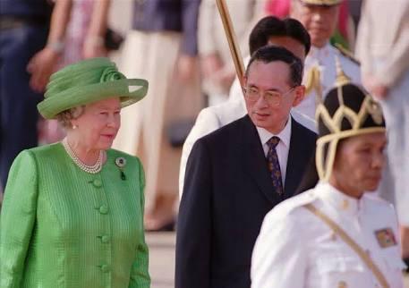 タイ-プミポン国王-エリザベス女王