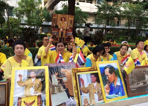 タイ-プミポン国王崩御-タイの国民