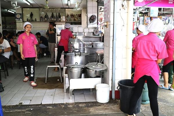 バンコク-人気のカオマンガイ-ピンク-ガイトーン-33