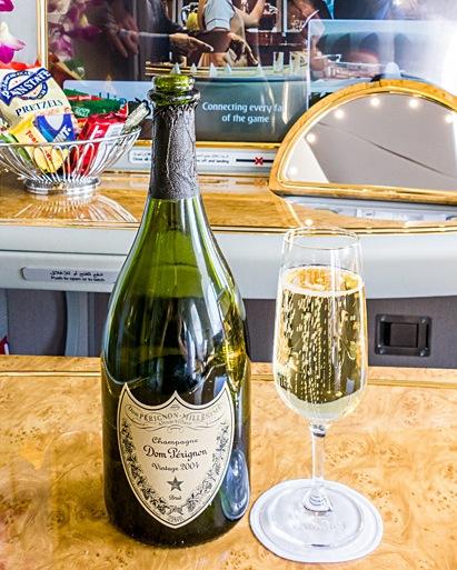 エミレーツ航空-ファーストクラス-成田-シャンパン