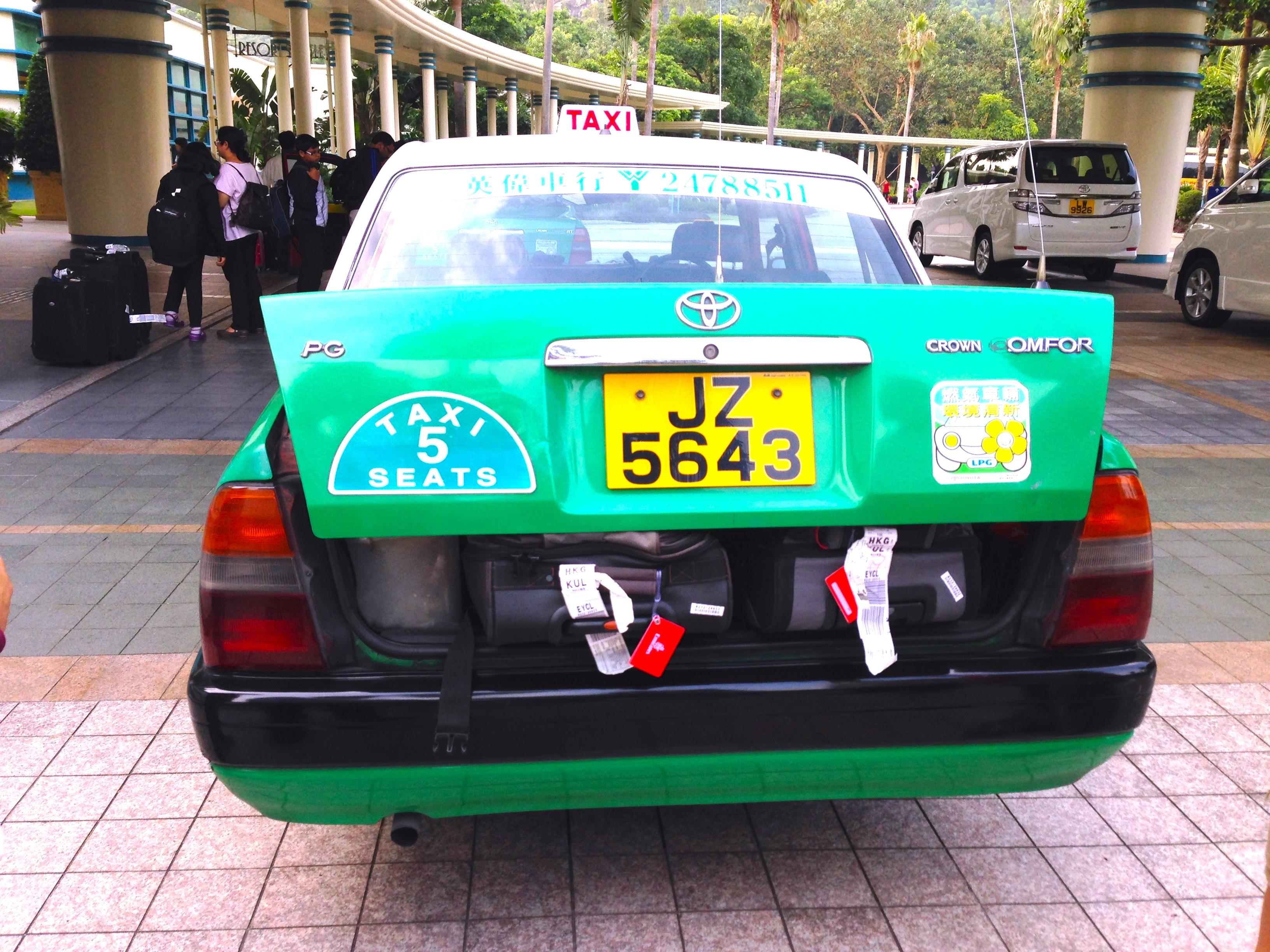 香港-タクシーの乗り方-トランク